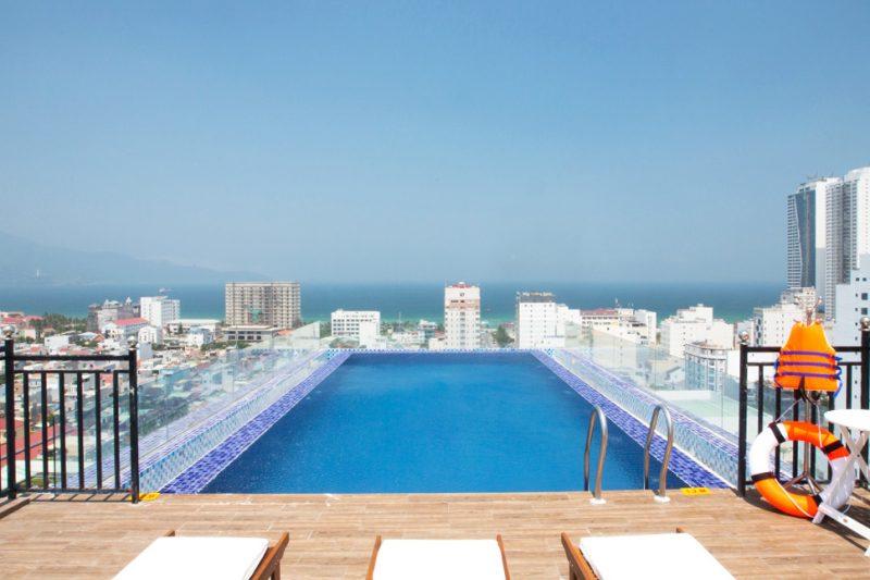 Khách sạn Đà Nẵng có hồ bơi đẹp