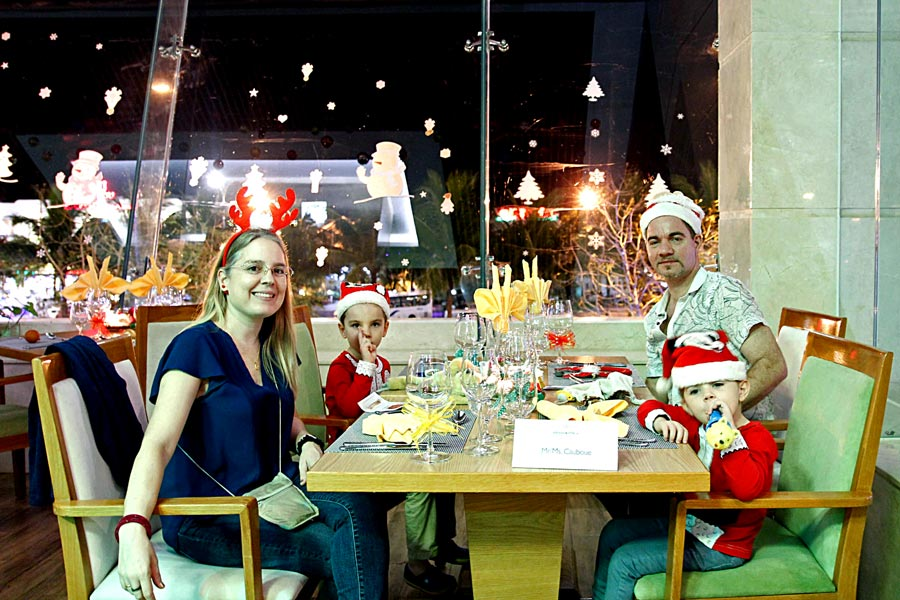 danang-events-christmas-eve-dinner-at-diamond-sea-da-nang-8